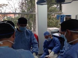 Operando con el Dr. Hoyos.